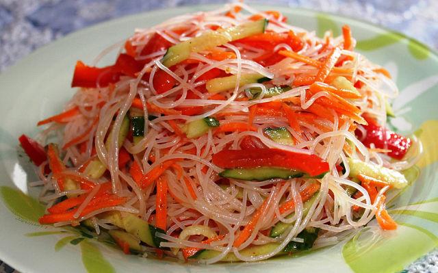 Вкусный салата с фунчозой