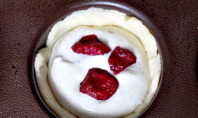Кекс с замороженной клубникой рецепт